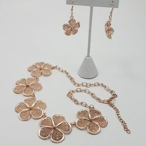 Flower Necklace + Earrings Rose Gold